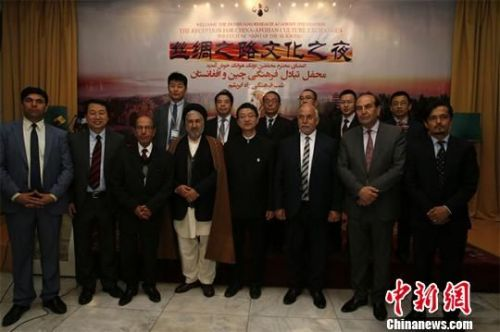 图为敦煌研究院代表团与阿富汗贵宾合影留念。敦煌研究院供图