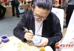 甘肃艺人李海明掐丝珐琅画里的敦煌故事