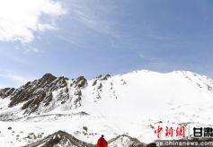 甘肃肃北夏日透明梦柯冰川展现独特壮观美景