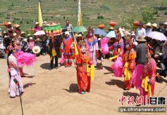 甘肃乡村盛夏民俗文化表演精彩纷呈