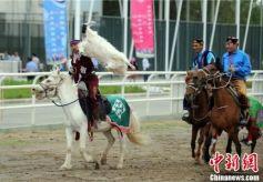 甘肃阿克塞展传统竞技展现传统文化魅力