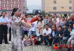 甘肃戏剧名家窦凤霞用文化近距离和人民群众交流