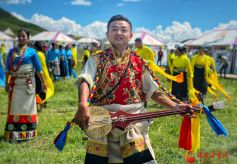 甘肃甘南让游客感受热情奔放的藏族风情