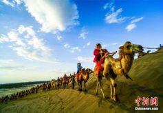 丝绸之路国际旅游名城甘肃敦煌秋日客流不断