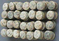 """甘肃平凉出土的中国考古界的""""外文铅饼""""窖藏的故事"""