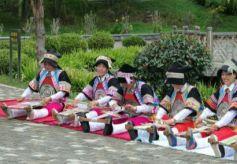 """织锦是羌藏文化的""""活化石"""""""
