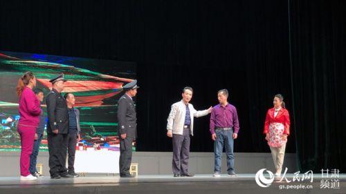 甘肃原创普法现代秦腔戏《公民张三》在兰演出