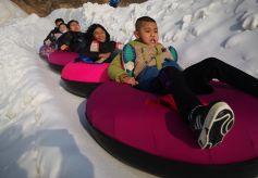 兰州安宁冰雪旅游节迎来了游客高峰