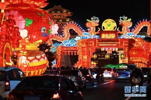甘肃兰州:彩灯璀璨迎新春