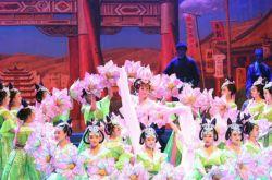 大型京劇《絲路花雨》在甘肅蘭州黃河劇院上演