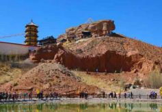 甘肃山丹赐儿山民俗文化旅游节吸引民众踏青旅游祈福