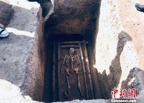 图为马家窑遗址考古发掘现场。 艾庆龙 摄