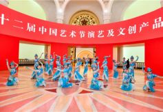 《敦煌乐舞》在第十二届中国艺术节中心舞台华丽登场
