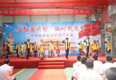 中国铁路文工团:文化列车开进修车库
