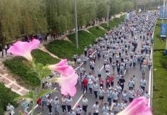 4万人母亲河畔激情开跑2019国际兰马