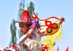 """甘肃""""裕固歌舞之乡""""传统歌舞、打羊毛表演展古老民俗"""