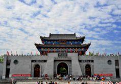 甘肃崆峒山游客端午节体验传统文化