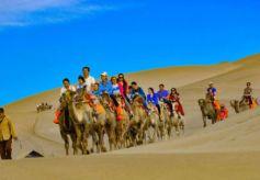 甘肃敦煌今年迎客逾百万人次 大漠水景载丝路风情游