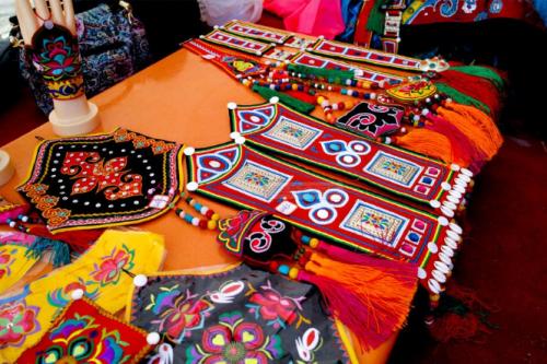 裕固族皮雕和刺绣 - 复件