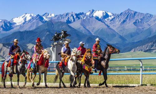 中华裕固风情走廊举办传统赛马民俗活动 - 复件