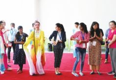 印度青年走进甘肃中医药大学感受中国魅力