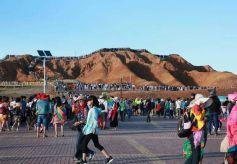 張掖七彩丹霞旅游景區游客接待量提前15天突破200萬人次