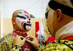 """少年传承戏曲生命力 """"唱念做打""""中现传统文化之美"""