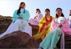 张掖:大峡谷演绎汉服秀 展示古典文化魅力
