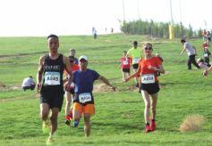 """第三届""""黄河古道""""全民健身运动会徒步越野赛举行"""
