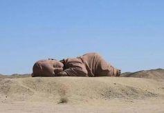 甘肃沙漠沉睡着一个巨婴既可爱又痛心