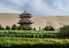 敦煌月牙泉:沙漠第一泉,千年不干涸