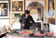 """甘肃临泽农民刘文虎""""麦秆""""作画 与油画结合创新"""